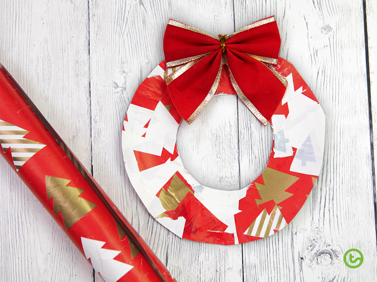 Christmas Wreath Crafts for Kids - Make a paper wreath with Christmas wrapping paper